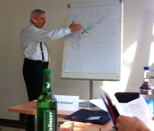 """Gerhard Wohland während des Vortrags """"Dynamikrobustes Projektmanagement"""""""