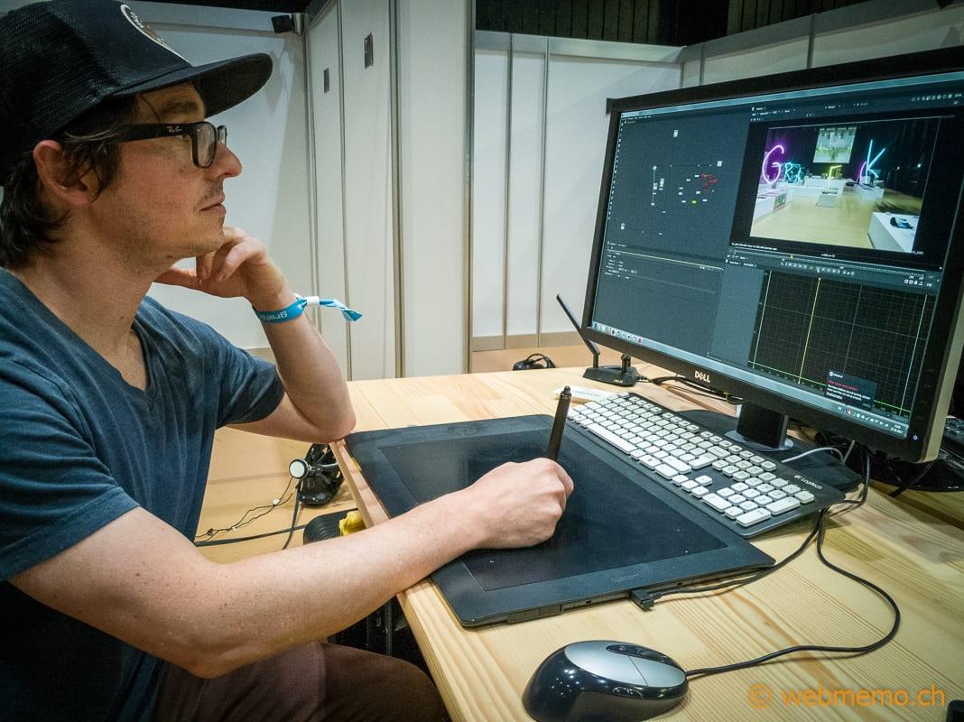 "Claudio Antonelli am NukeX 3D-Modeller an der ""Grafik 17"" in Zürich"