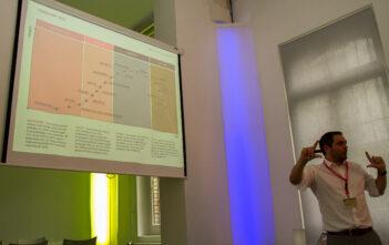 Adrian Zwingli von SwissQ präsentiert die Trandwave 2012 für Requirements Engineering