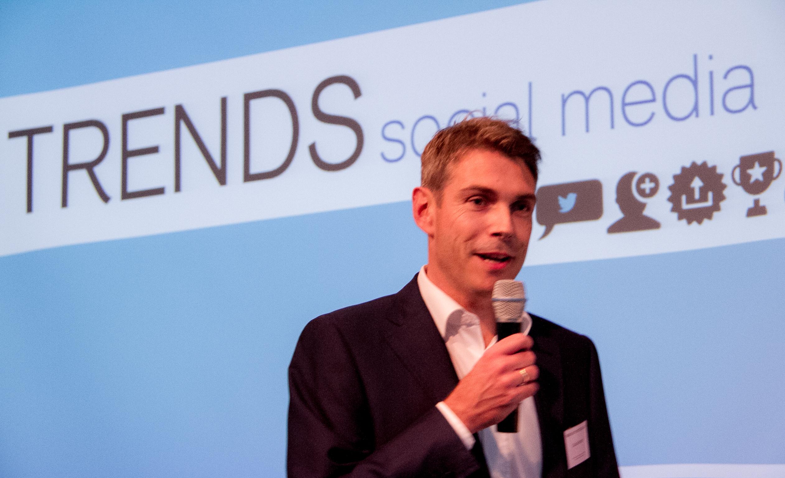 Claus Bornholt führt in den Vortrag ein über Trends in Social Media
