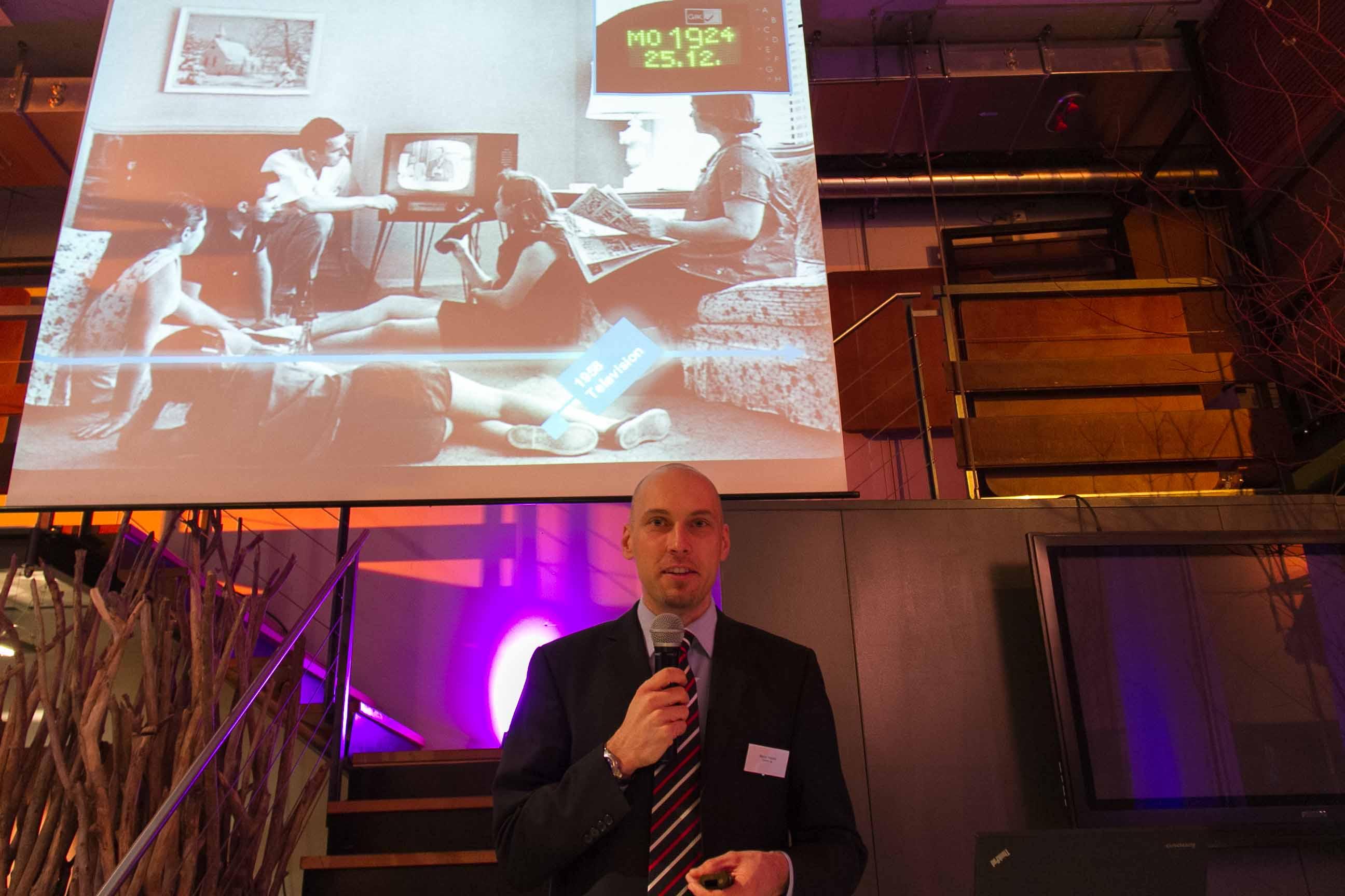 Kommunikation-Fernseher-Marco-Hassler-Namics-Vortrag-SIMSA-Late-Afternoon-Talk