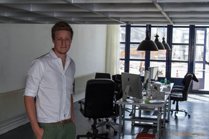 Flurin Müller, Gründer und CEO von BuddyBroker.com im neuen Büro im Giesshübel