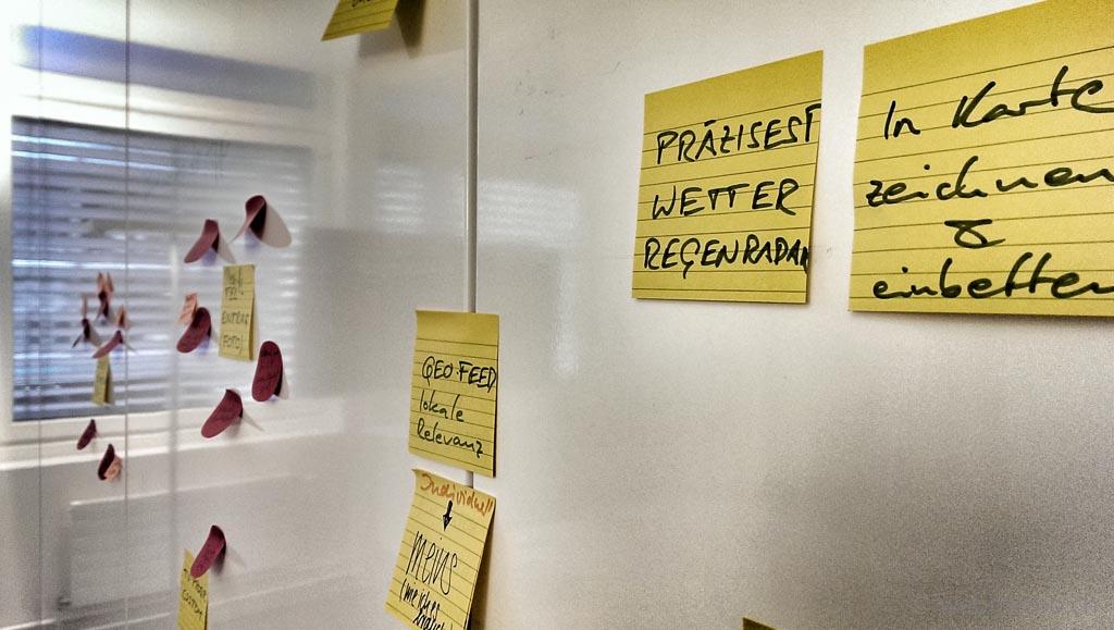 Post-It Zettel aus Themen-Workshop für Blogger-Outreach