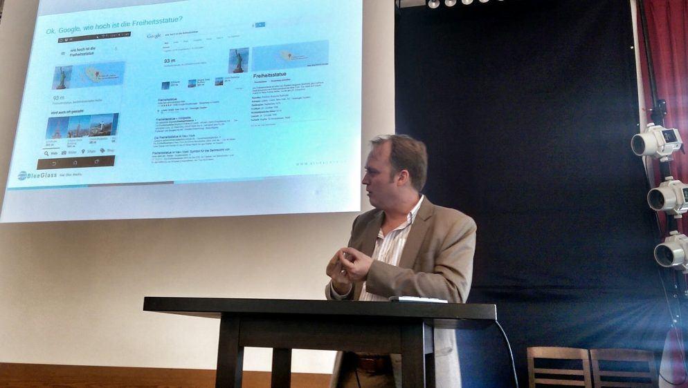 Patrick Price über die Sprachsuche nach Informationen über die Freiheitsstatue