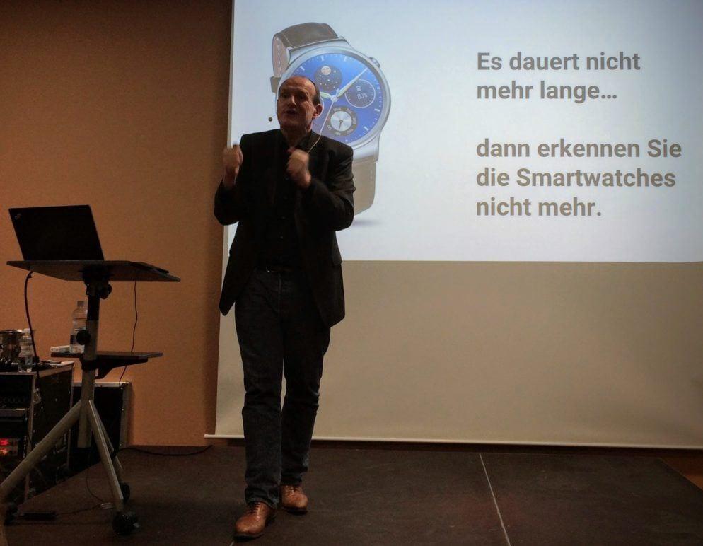 Peter Hogenkamp über Smartwatches am Swiss EMEX Kickoff Event