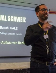 Baschi Sale am Internet-Briefing über Social Selling auf LinkedIn